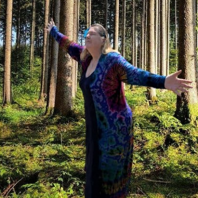 Aine Summermoon in the forest.